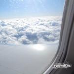 Сколько уже раз летал и всё равно люблю смотреть на облака из иллюминатора.